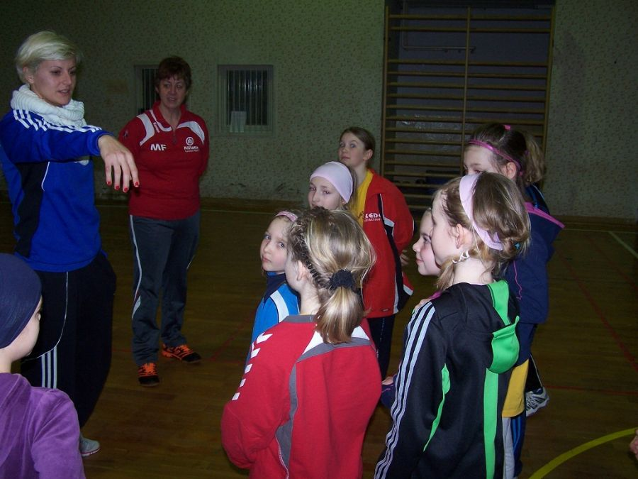 tl_files/sv-chemie/gallery/Winterferien Trainingslager 2012/WF TrLag2012 39 Training mit Pepa.jpg